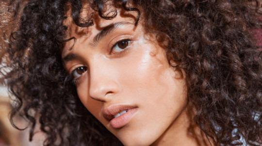 Kıvırcık Saçlar için 4 Bakım Yağı Önerisi